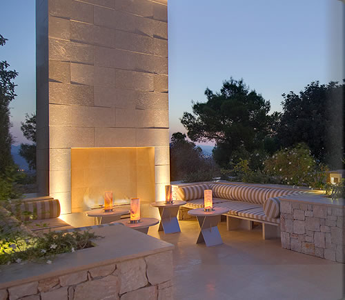 zoe_poolside_fireplace_k_alb